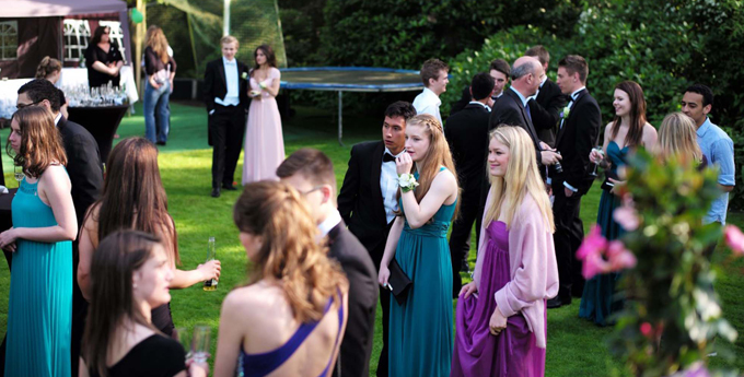 Small outdoor proms can be more casual.
